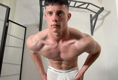 Bruce Paul loves to flex his muscles, and for sure we love to watch him doing so. In this solo video you will see extended flex and at the end glimpse of things coming up. Bruce has great body, so enjoy!