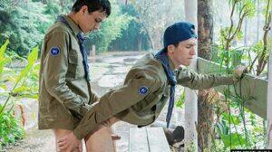 En esta nueva serie caliente, los Boy Scouts nos dan su bienvenida en su Helix Latin Camp. Los chicos están siempre listos para sobrevivir en la naturaleza y, ¡tener mucho sexo!